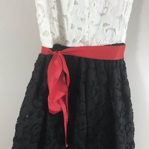 Banana Republic Dresses - Banana Republic white lace black red bow dress